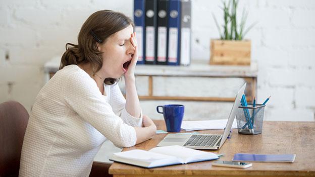 Trucos científicos para mantenerte despierto sin tomar café