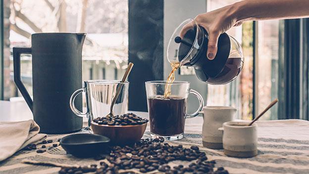 ¿Por qué la cafeína nos mantiene despiertos y alerta?