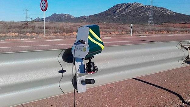 La instalación de radares de la DGT en el guardarraíl podría ser ilegal