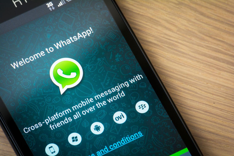 Cómo enviar una ubicación falsa por WhatsApp