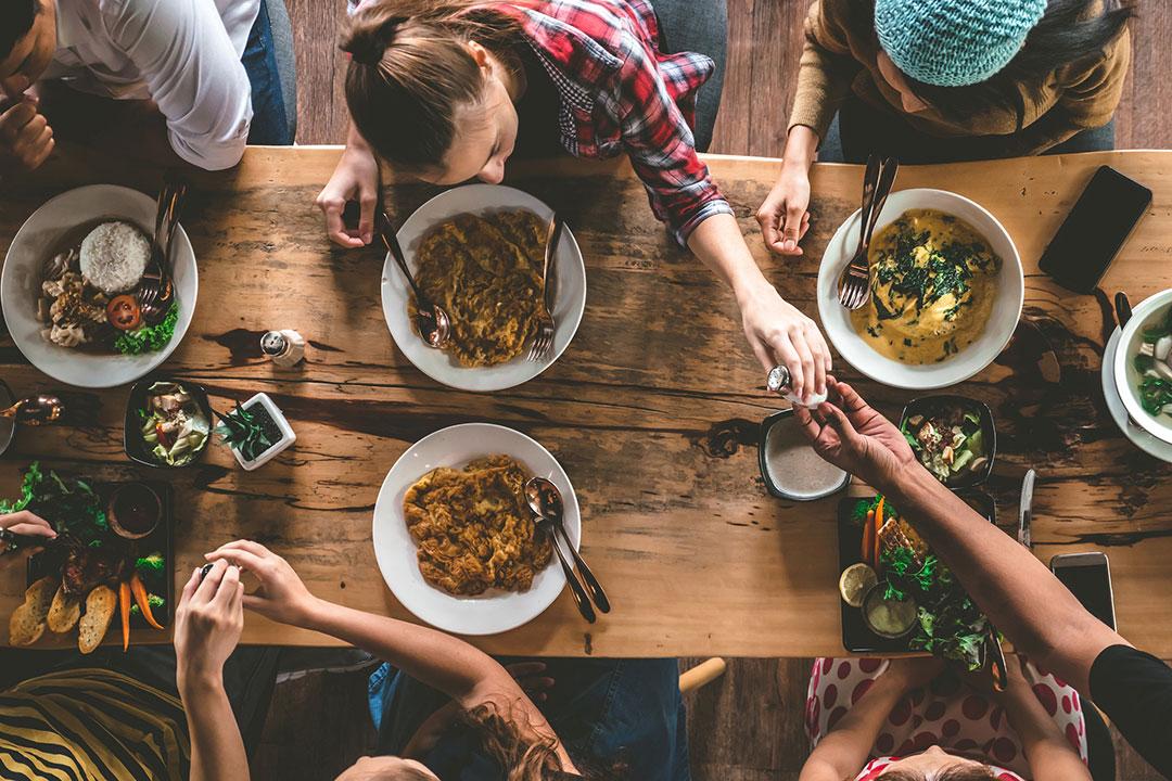 Lo que debes comer a cada edad, según los expertos