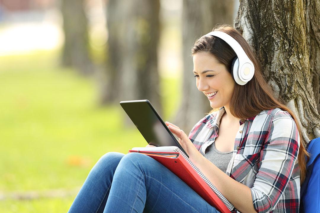 Las mejores series para aprender inglés en verano