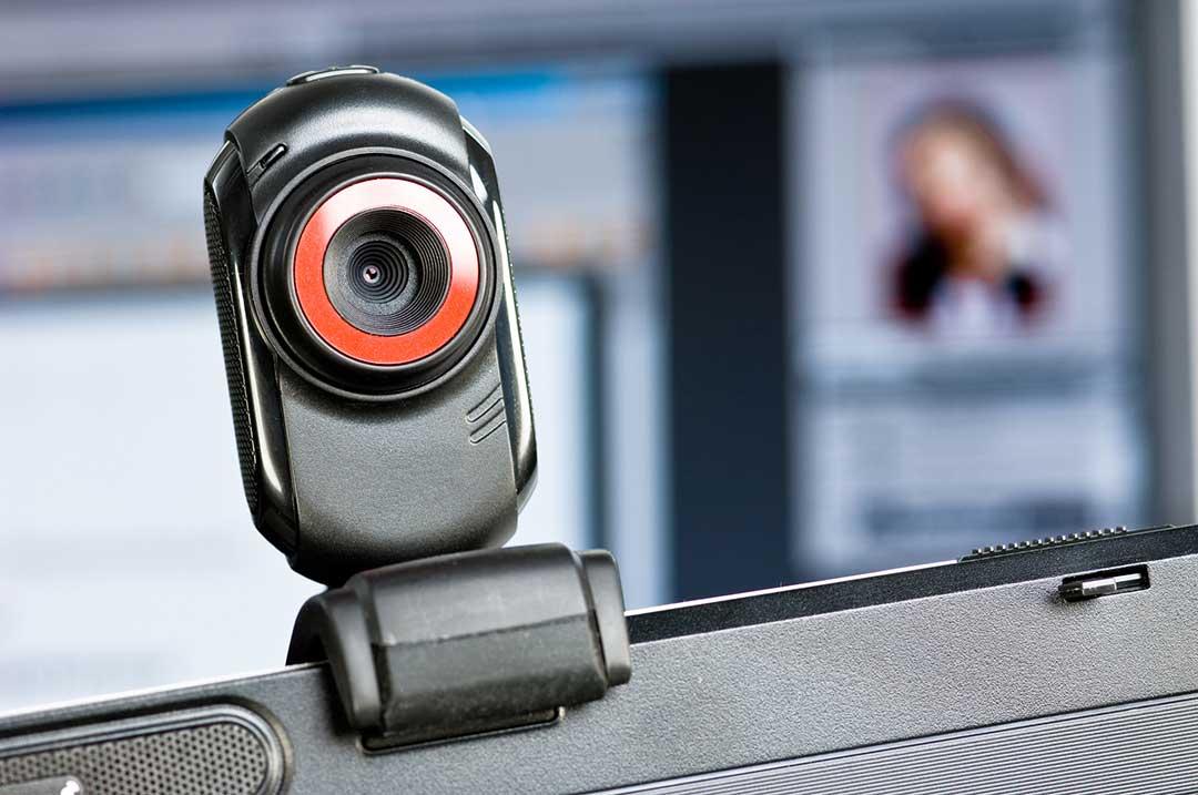 Pueden espiar la pantalla de tu PC a través del micrófono de la webcam