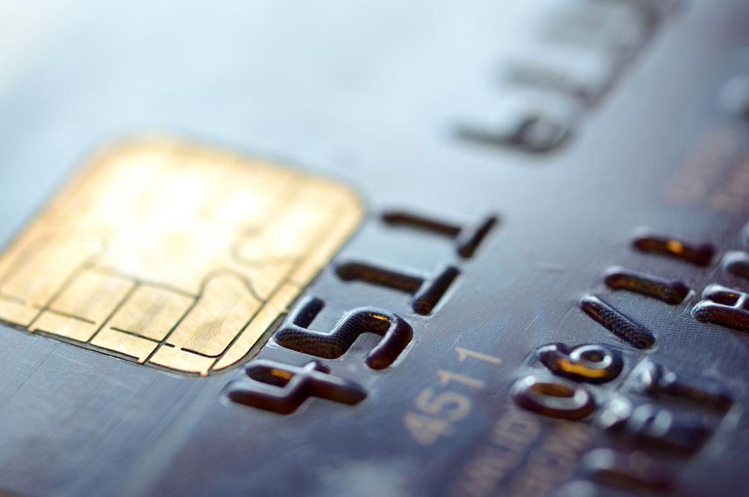 Por qué deberías tener dos tarjetas de crédito (y para qué debes usar cada una)