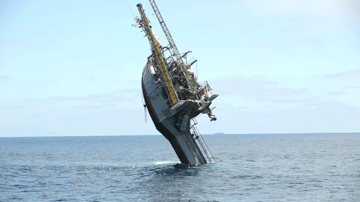 FLIP, el barco que se hunde a voluntad para explorar el fondo marino