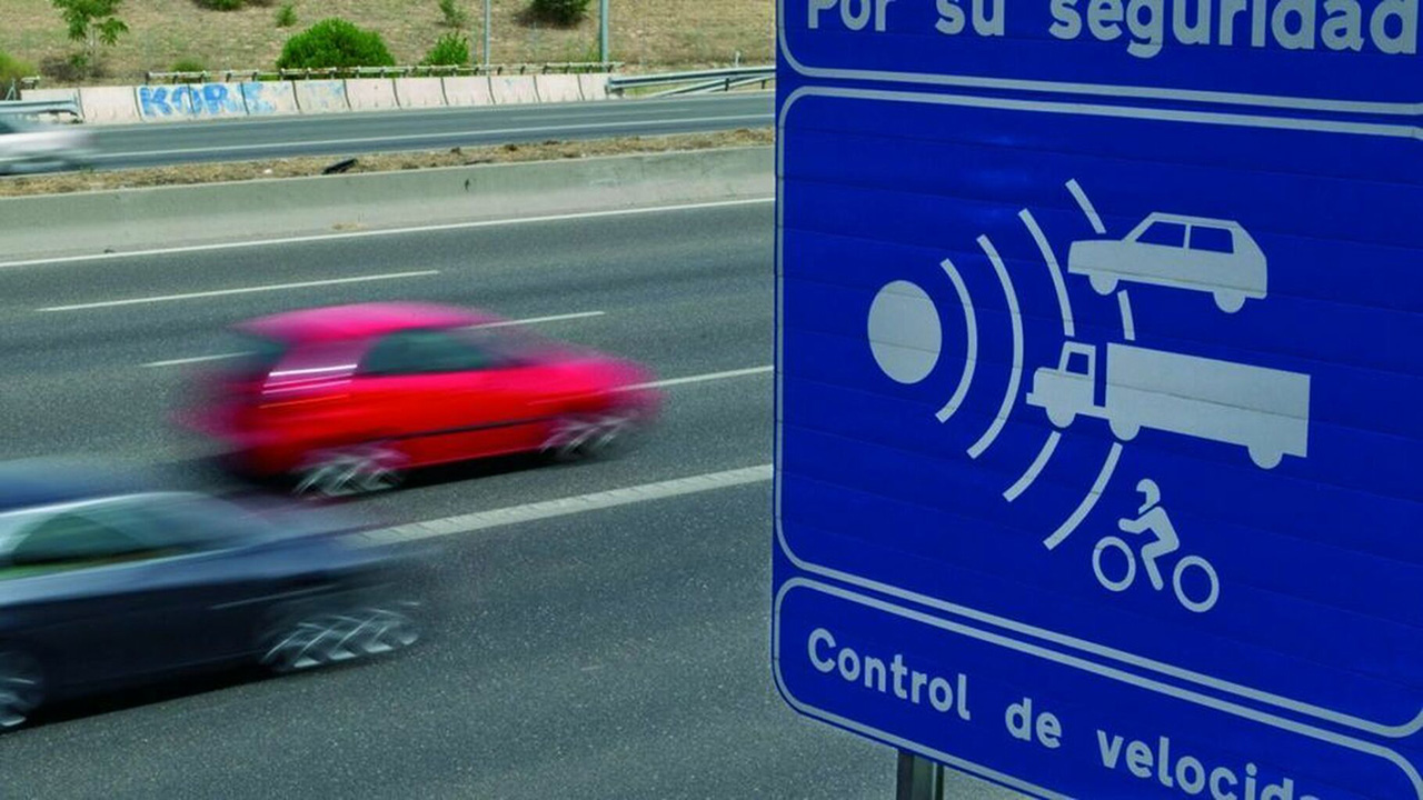 The DGT warns that displaying the location of mobile radar