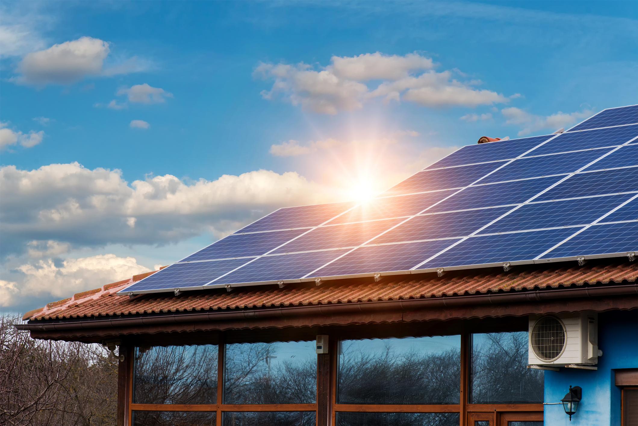 Iberdrola comienza a ofrecer paneles solares a sus clientes: puedes ahorrar hasta un 70%