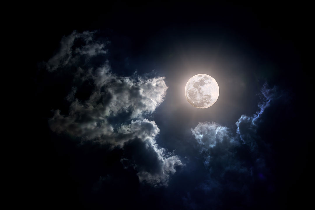 Se acerca la última superluna del año y es de fresa: así puedes verla