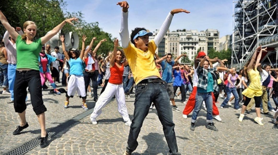 El FlashMob es uno de los fenómenos virales más vistos en Internet. Las redes sociales suelen inundar cada cierto tiempo los perfiles de los usuarios con este tipo de baile masivo.
