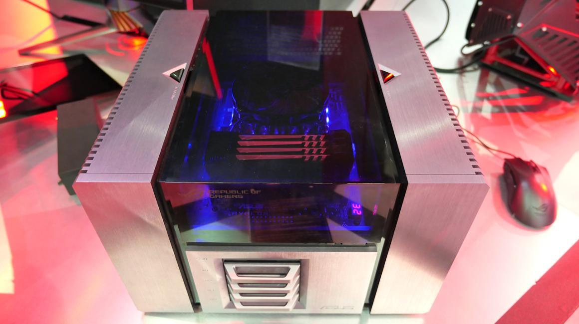 Asus Avalon, con un diseño metálico, cubierta superior transparente y placa base modular