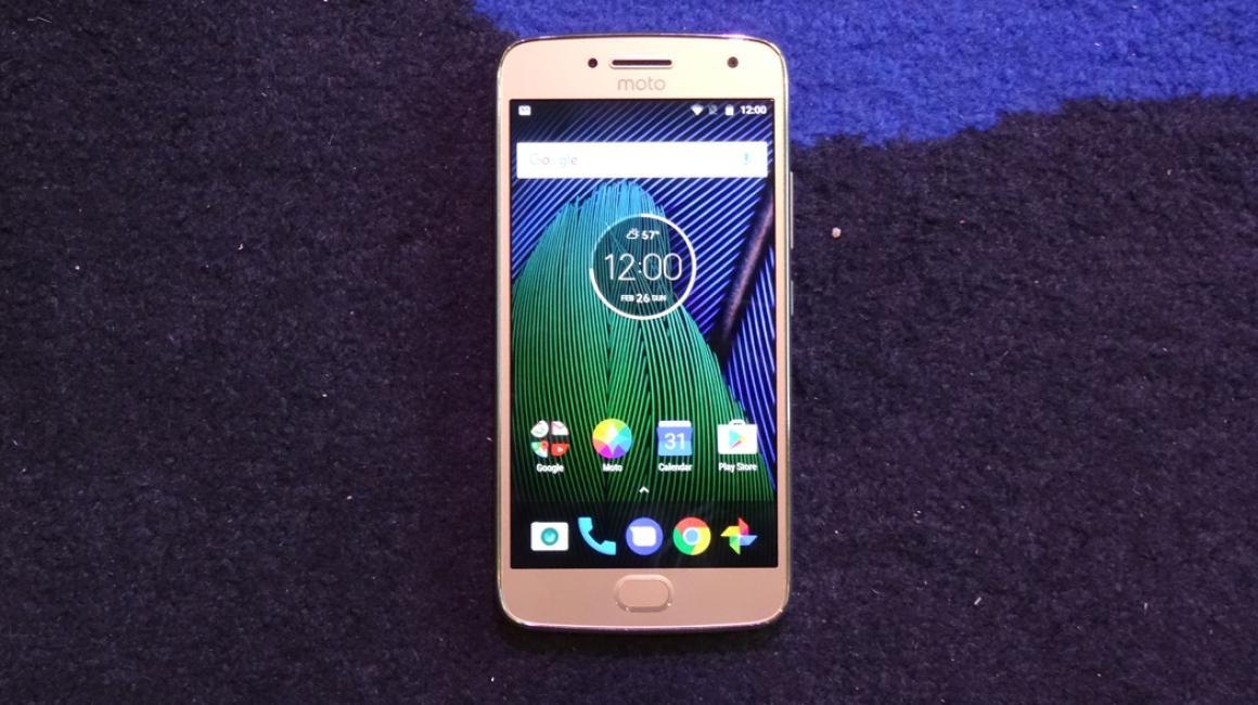 El Moto G5 Plus luce tal que así visto de frente
