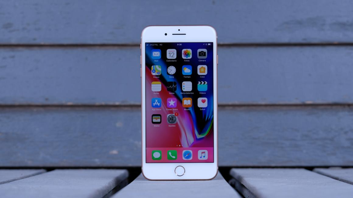 En nuestro análisis del iPhone 8 Plus hablamos a fondo de su diseño: ¿qué ha cambiado? ¿Cómo se siente en la mano? ¿Dónde está cada botón?