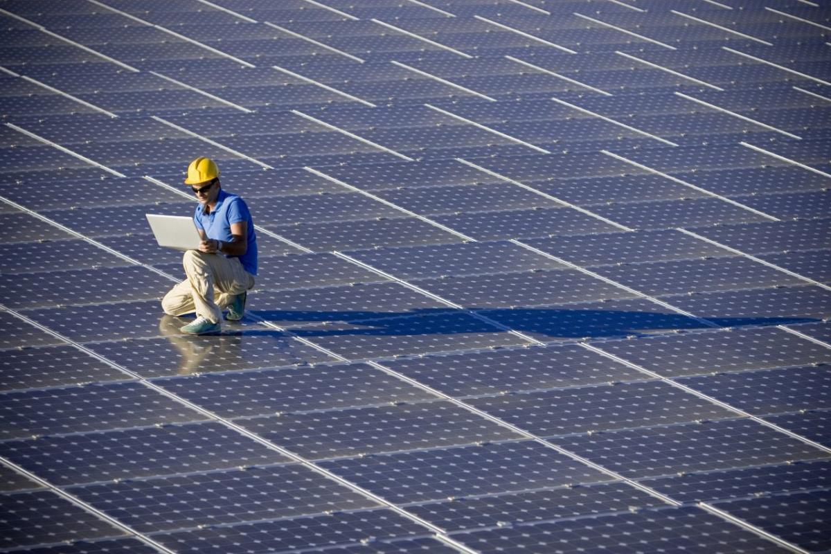 Construyen la planta fotovoltaica más grande del mundo: 3,2 millones de paneles