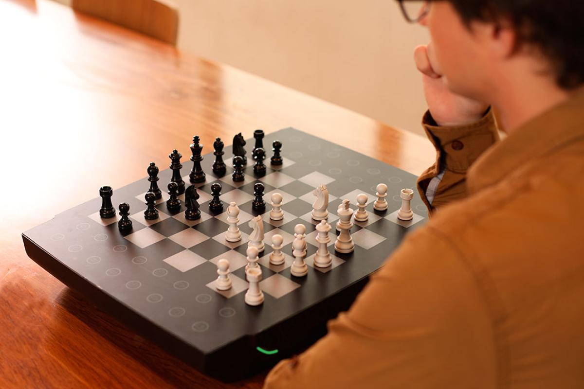 Así es Square Off Neo, el nuevo tablero de ajedrez que