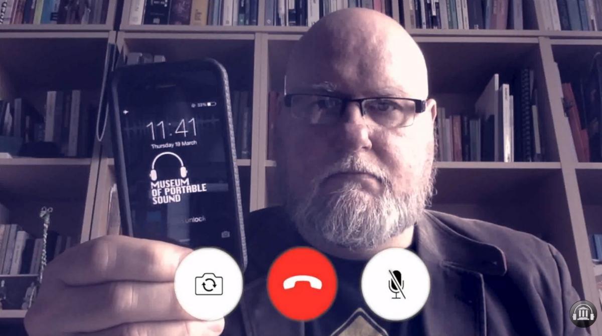 El Museo del Sonido Portátil está dentro de un iPhone 4S, y solo permite un visitante al mismo tiempo