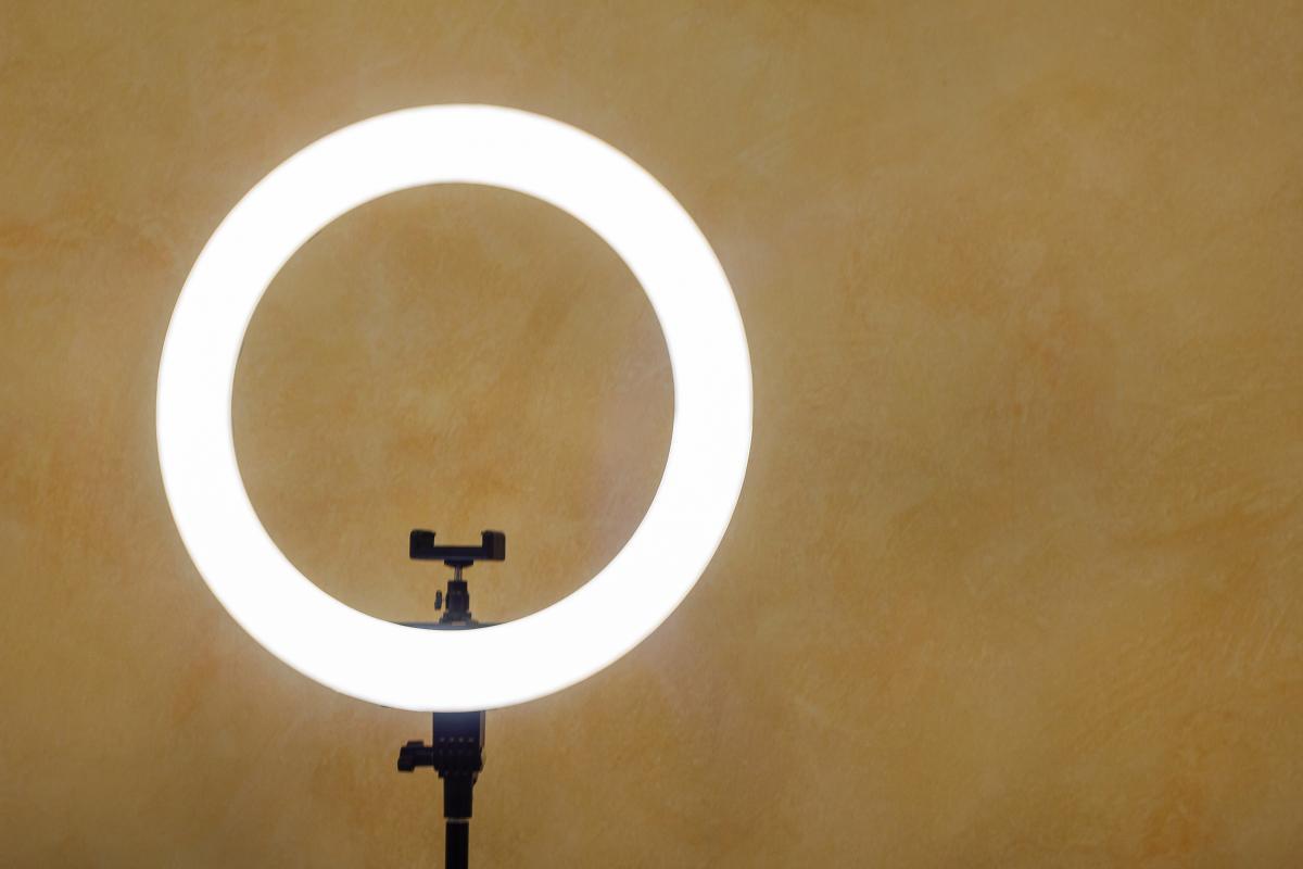 Mejora tus videollamadas con este aro de luz de solo 14 euros que Amazon  tiene en oferta   Tecnología - ComputerHoy.com