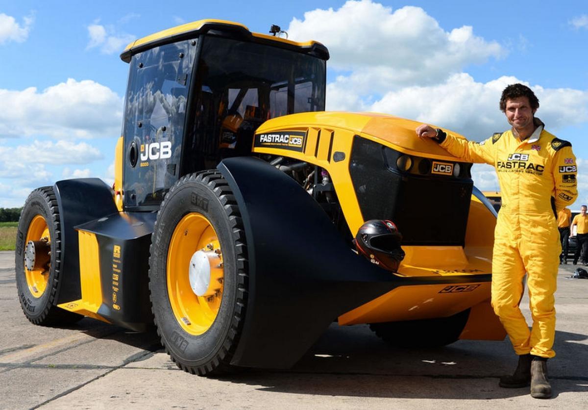 El tractor amarillo más rápido del mundo corre a 166 Kilómetros por hora
