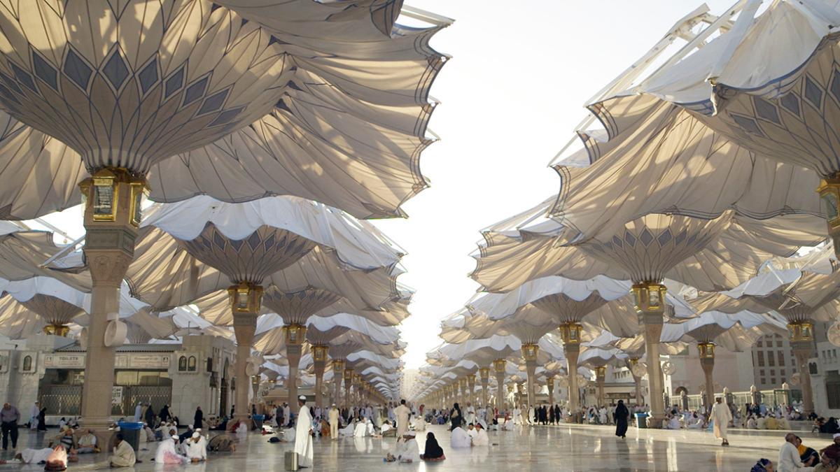 Así son las impresionantes sombrillas gigantes que tapan el Sol en Arabia Saudí