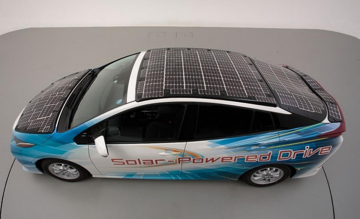 Este Toyota Prius con paneles solares recorre 16.200 Kilómetros al año gratis