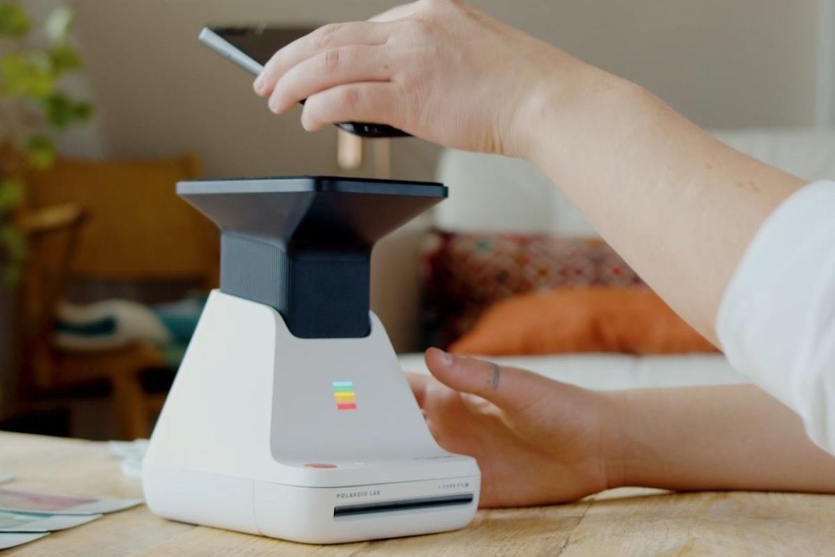 Polaroid Lab tidak mencetak foto seluler Anda atau memindai, mengungkapkannya di atas kertas foto 1
