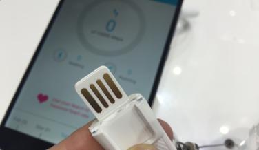Gracias a su conector USB, no es necesario ningún cable para recargar el Watch