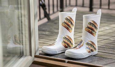 McDonalds línea ropa Big Mac botas agua