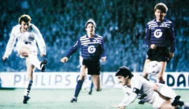 1985: El Real Madrid goleó 6-1 al Anderlecht para remontar el 3-0 de la ida en los octavos de la Copa de la UEFA.