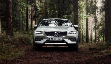 Volvo V60 Cross Country 2019 (frontal)