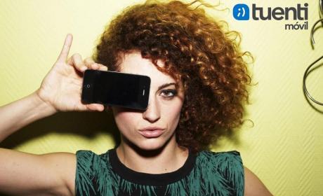 El 60% de usuarios jóvenes utilizan más el móvil en verano