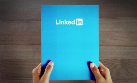 LinkedIn, acusada de hackear los emails de sus usuarios