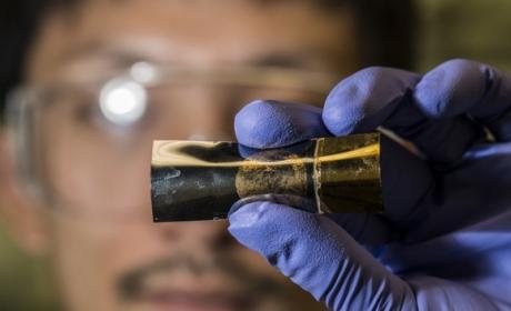 Inventa batería ultrafina y flexible, como una hoja de papel, para dispositivos vestibles, como smartwarches o pulseras de fitness.