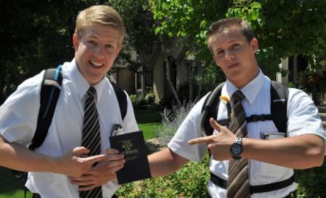La Iglesia Mormona compra 32.000 iPads mini para repartir entre sus 86.000 misioneros, con apps de la Biblia, revistas digitales, y otros contenidos.