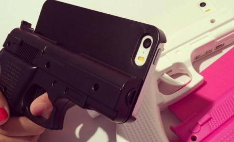 Una funda con forma de pistola para iPhone 5S y iPhone 6 causa polémica.