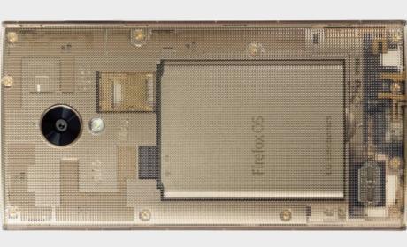 KDDI Fx0, el primer smartphone con carcasa transparente.