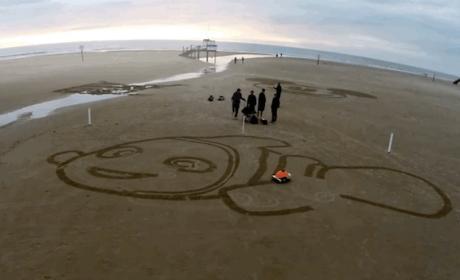 BeachBot, el robot de Disney que hace dibujos en la arena de la playa.