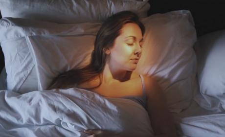 Wake, el despertador de luz sin alarma que no molesta a tu pareja.