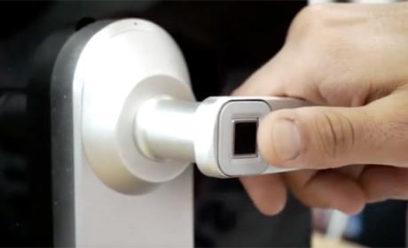 Una cerradura inteligente que se abre con la huella digital