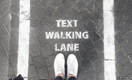 Así evitas los accidentes cuando andas y escribes en el móvil