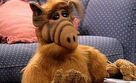 ¡Sorpresa! El reboot de la serie de Alf el extraterrestre está en marcha, según la NBC.