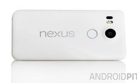 Primera foto real del Nexus 5 (2015) con lector de huellas