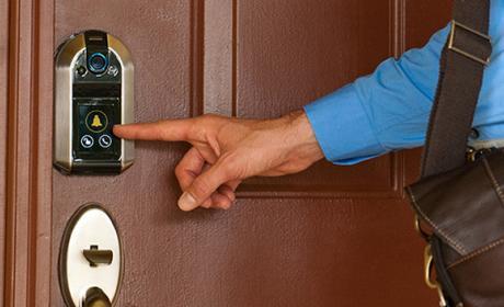 Cerradura inteligente que ve quién llama y abre con el móvil