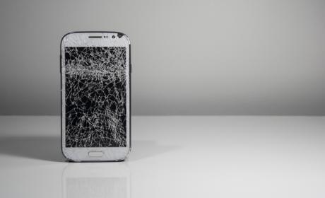 ¿Cómo rompemos la pantalla del móvil?