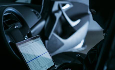 Elementos de un coche vulnerables a ataques informáticos.