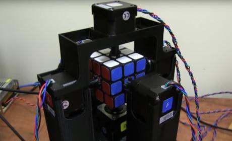 Un robot bate el récord mundial de Rubik