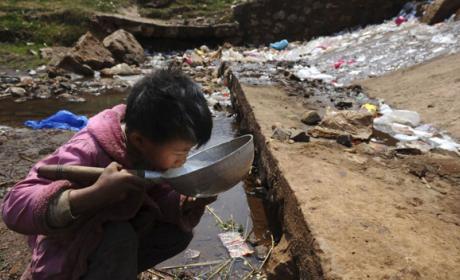 Potabilizar agua con materiales de desecho por sólo 1$