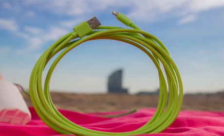 Dale un toque de color a tu iPhone con este cable Lightning