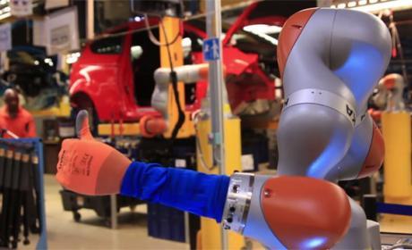 Ford nos muestra cómo los humanos y los robots trabajan juntos