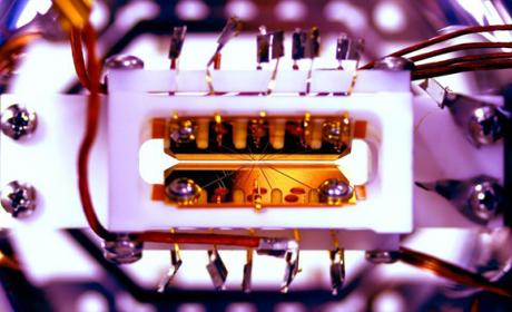Crean el primer ordenador cuántico programable del mundo