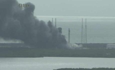 Un cohete Falcon 9 explota en la plataforma de lanzamiento