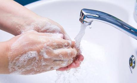 La FDA prohíbe la venta de los jabones antibacterianos